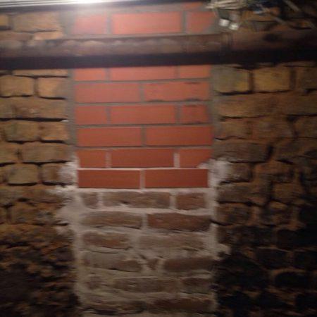 Altbau-Wand-Bau-Sanierung-Ziegel-Mauer