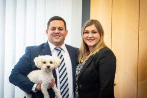 Alexander Kurz und Anna Kessel nebst Bürohund Baily